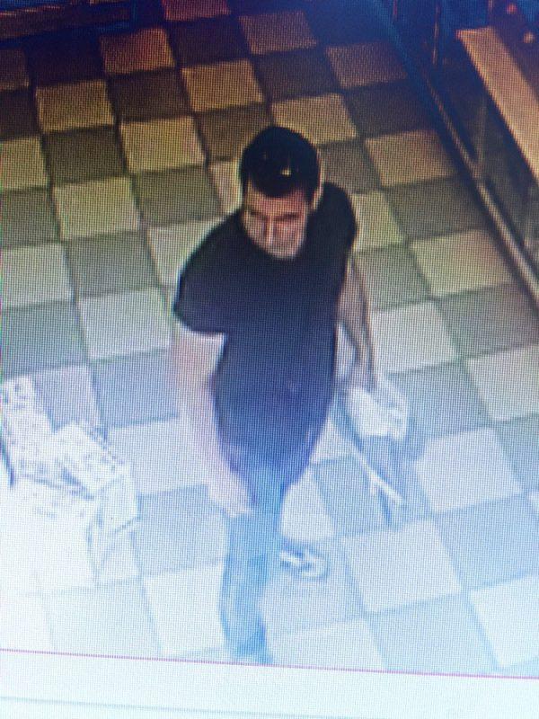 Поліція розшукує чоловіка, який здійснив крадіжку із магазину «Ельдорадо» в Івано-Франківську (фото)