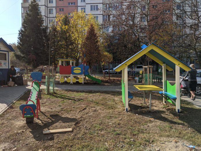 Цієї неділі на Вовчинецькій урочисто відкриють новий дитячий майданчик