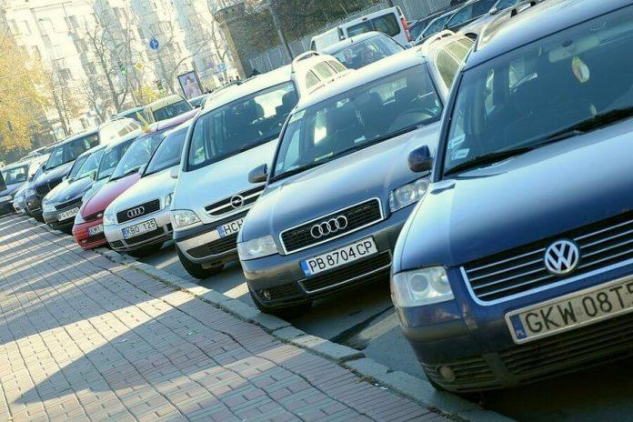 """До уваги прикарпатських власників """"євроблях"""": штрафи за нерозмитнене авто відкладаються до 1 січня 2020 року"""