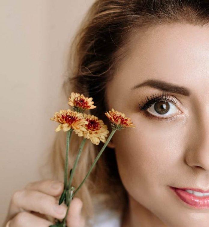 Косметолог з Івано-Франківська розповіла, як доглядати за обличчям восени