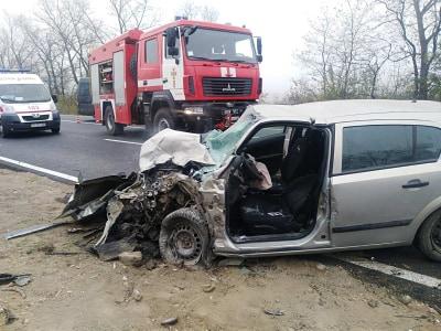 Рятувальники ліквідовували наслідки ДТП на Прикарпатті, в якій загинула жінка