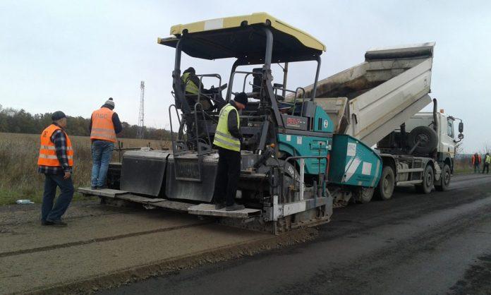 На Прикарпатті розпочався ремонт ще однієї проблемної дороги