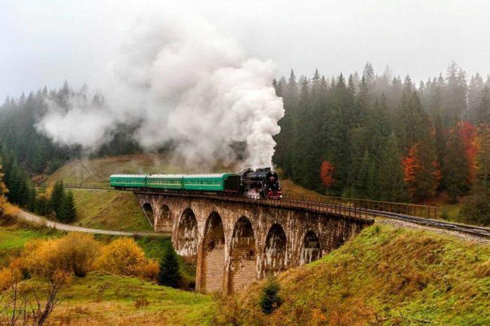 Міст у казку. Унікальний кам'яний віадук Ворохти показали з висоти