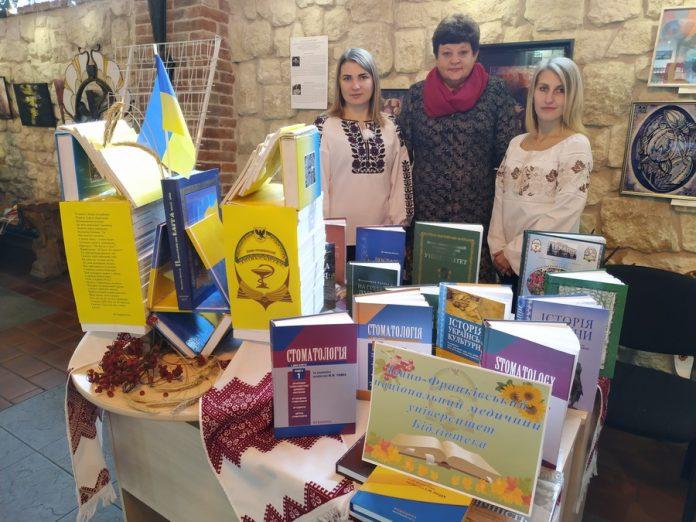 Бібліотека ІФНМУ взяла участь у книжковому форумі до Дня української писемності і мови