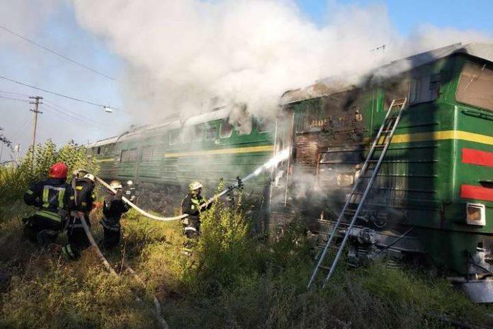 Неподалік Івано-Франківська на колії запалав локомотив