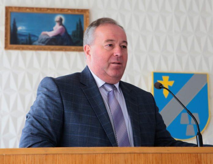 Скандальний депутат Івано-Франківської обласної ради вже найближчим часом може вчетверте за останній час зміни політичну партію