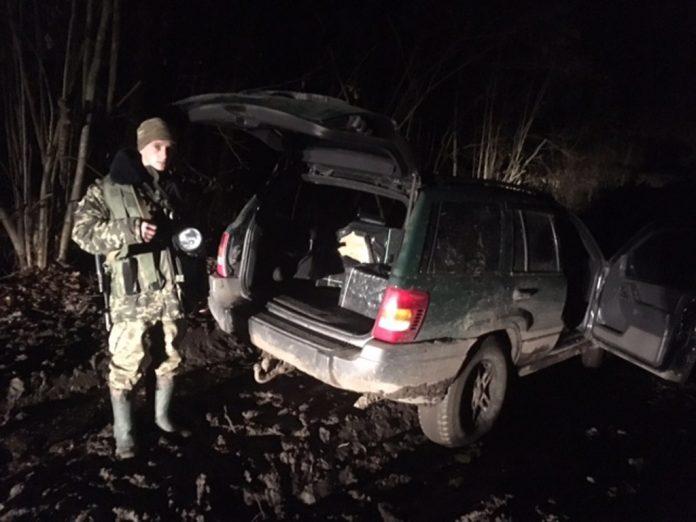 Рятувальники, поліція, кінологи та місцеве населення усю минулу ніч шукали заблукалого прикарпатського грибника