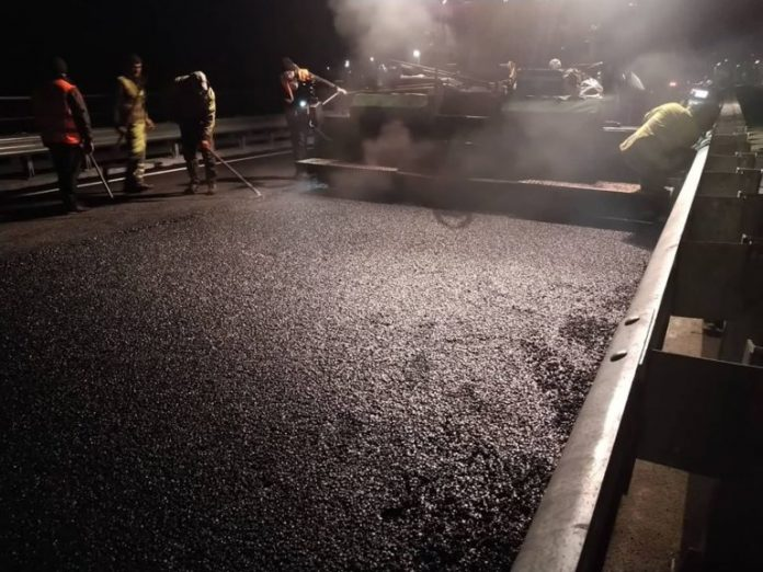 В Косові завершили укладання асфальту на мості, який веде у сторону Кутів