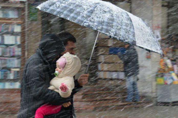 Сильний вітер та ожеледиця: синоптики розповіли, якою буде погода в останній день року на Прикарпатті