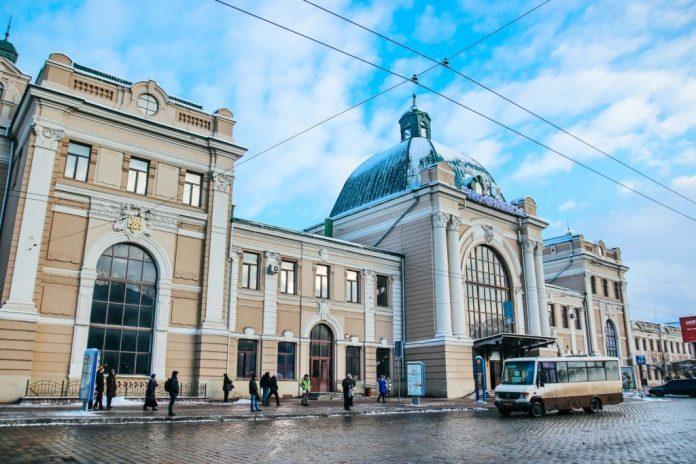 """У Франківську розшукали """"мінувальника"""" вокзалу"""