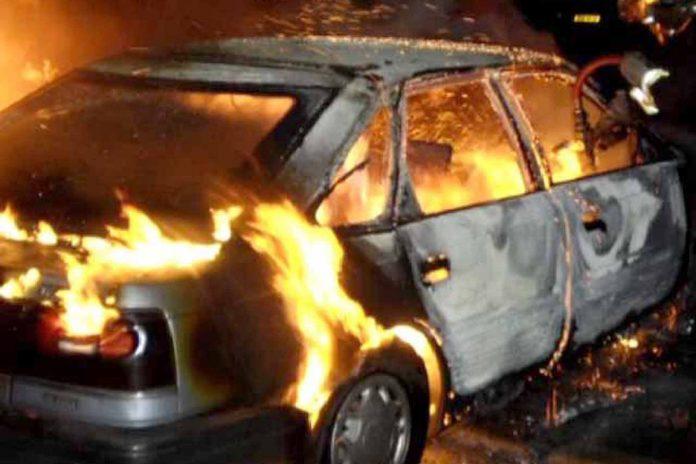 Сьогодні удосвіта на Прикарпатті виявили згорілий автомобіль, а в ньому тіло невідомої особи: працюють слідчі