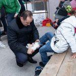 """Діткам з """"Містечка милосердя"""" подарували квитки на ковзанку біля ратуші: фото"""