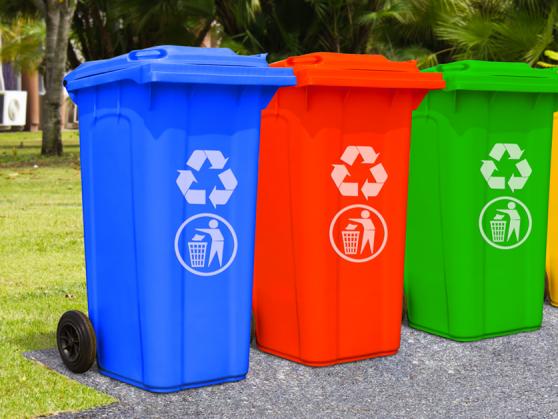 У Франківську роздали 74 комплекти контейнерів для сортування сміття