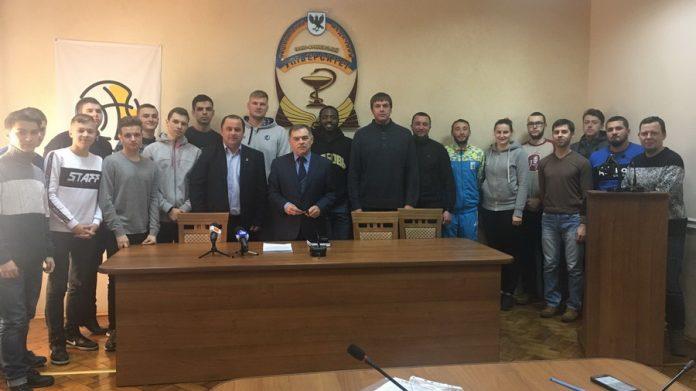 Чемпіонат області з баскетболу стартував на Прикарпатті