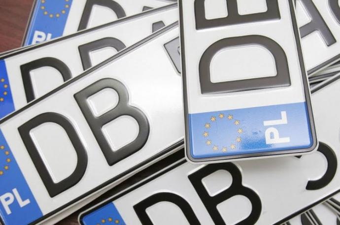"""До уваги прикарпатських водіїв: з 1 січня почнуть штрафувати власників """"євроблях"""""""