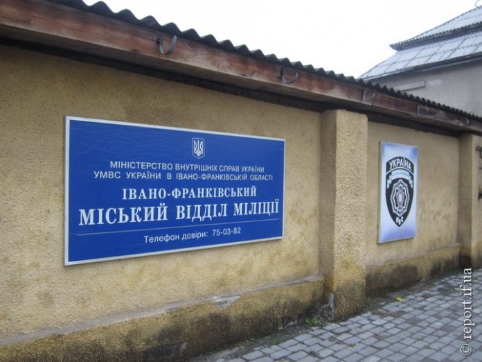 Цієї ночі на Бельведерській горів міськвідділ поліції: правоохоронців довелось евакуювати
