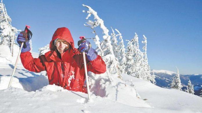 """""""Помирав мінімум п'ять разів"""": франківець на милицях ходить зимовими Карпатами і вважає походи лікувальними"""
