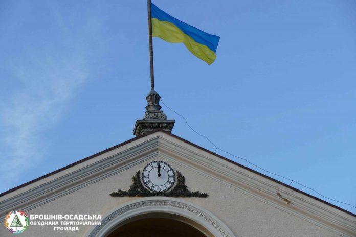 """У Брошнів-Осаді встановили унікальний годинник, який """"виконуватиме"""" українські пісні"""