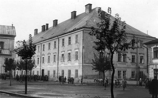 ТОП-11 найстаріших будівель Івано-Франківська