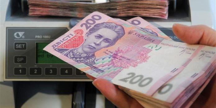 В окремих районах Прикарпаття у новий бюджет не закладають зарплату для технічних працівників закладів освіти
