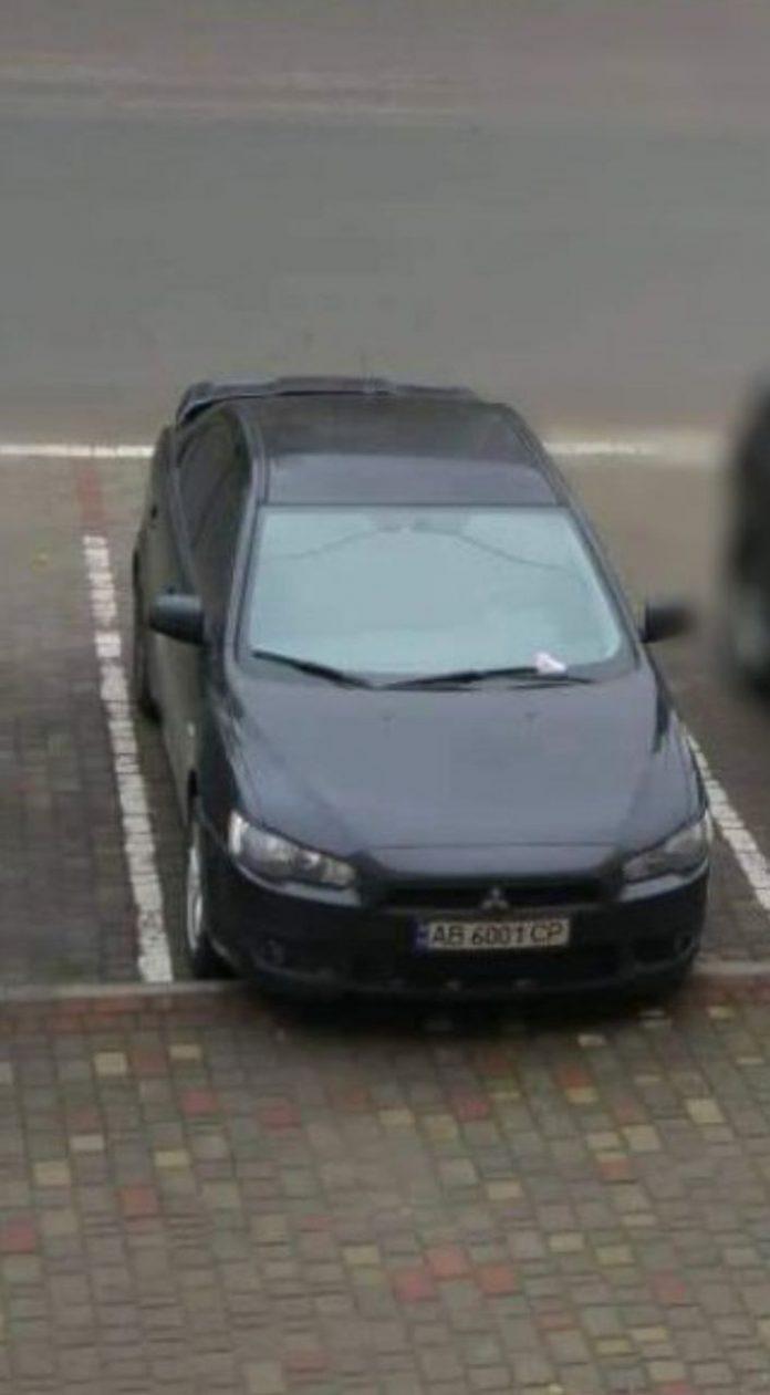 В Бурштині з-під будинку викрали чорний Mitsubishi lancer X