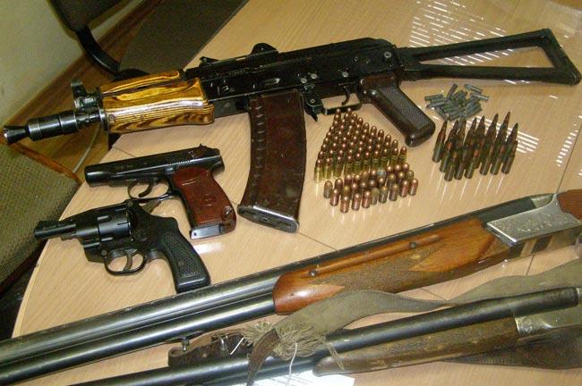 Реальність і стереотипи. Що прикарпатцям варто знати про незаконну зброю
