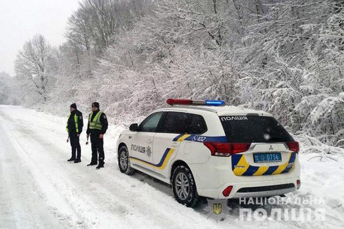 Понад 20 аварій за добу: правоохоронці нагадують прикарпатцям про складні погодні умови