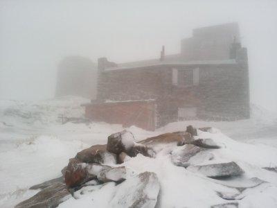 Карпати засипає снігом: рятувальники радять прикарпатцям утриматися від походів у гори