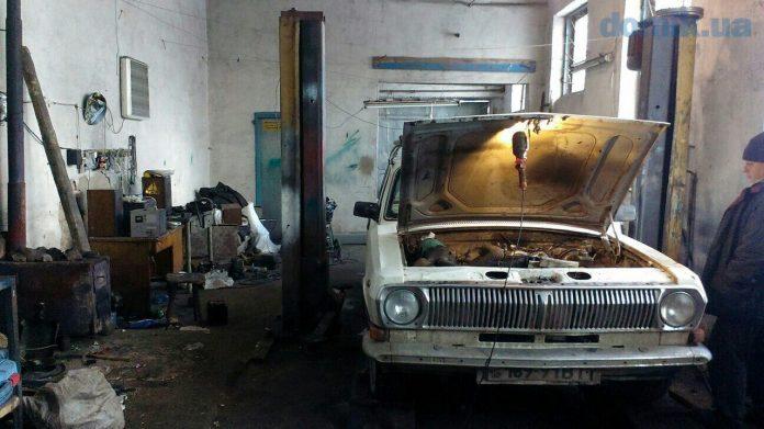 На Рожнятівщині через неприємний запах та шум з автомайстерні між односельцями виник конфлікт
