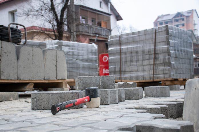 У Франківську на одній із вулиць триває капітальний ремонт двору
