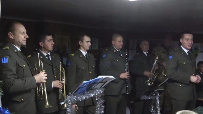 Військова коляда. Оркестр «Едельвейс» привітав побратимів: відео