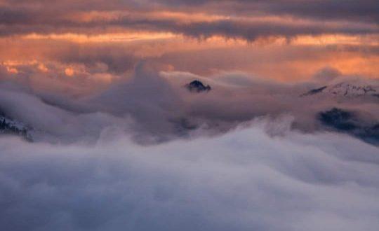 Як над Карпатами пливуть тумани: відео