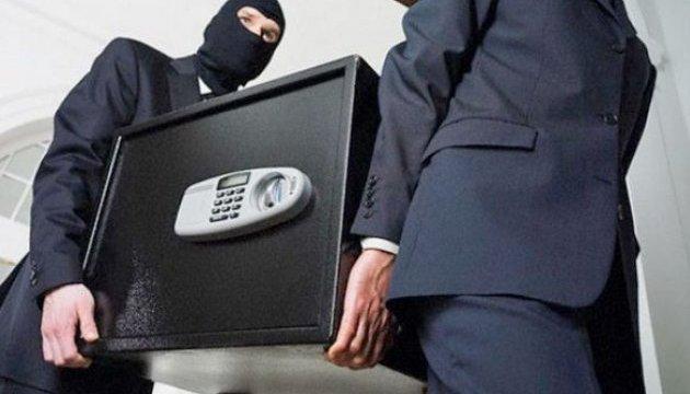 """На """"Буковелі"""" у новорічну трапилася велика крадіжка: з готелю винесли золото, 10 тисяч євро, 200 тисяч гривень, шуби та зброю"""