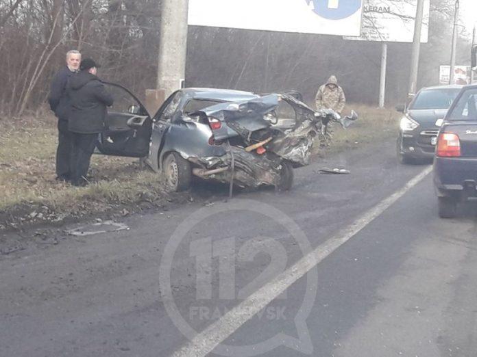 На околиці Івано-Франківська зіткнулися два автомобілі - двоє осіб травмовано