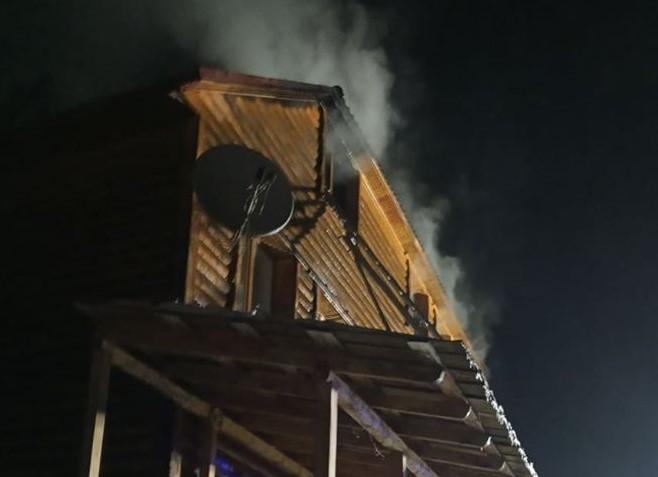 У Криворівні спалахнув магазин та відпочинкові кімнати