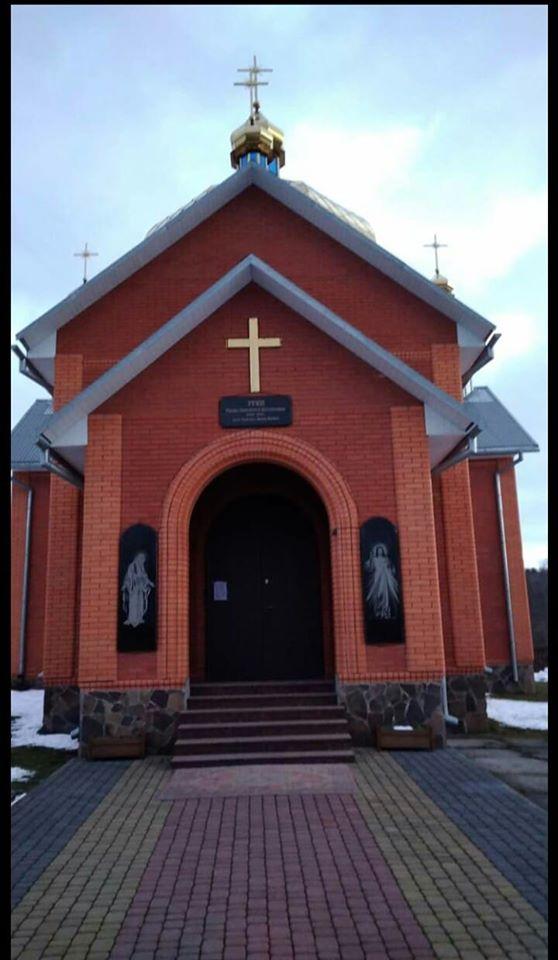 У селі на Франківщині розгортається скандал через складання списків осіб, які не здали пожертви на храм
