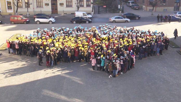 Коломияни флешмобом відзначили День Соборності України