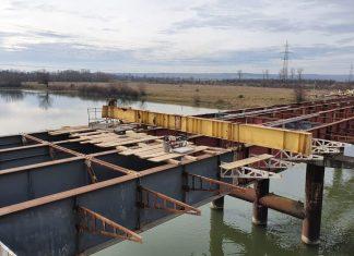 У Сівці Войнилівській триває спорудження автомобільного мосту
