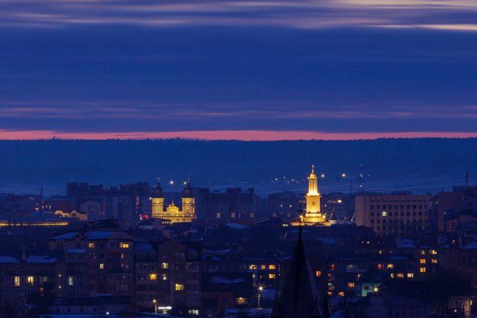 Франківський фотограф виклав у мережу захоплюючі фото нічного міста