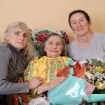 Прикарпатці виповнилося 100 років. Її благословив Папа Франциск: фото
