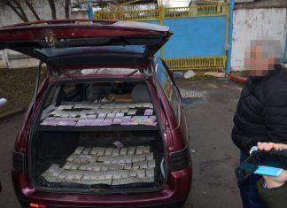 В Івано-Франківську СБУ затримало на чималому хабарі посадовця одного із місцевих комунальних підприємств