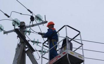 Наслідки негоди: ще три населених пункти Прикарпаття повністю перебувають без електропостачання