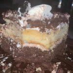 Франківчанка придбала у магазині популярної кондитерської мережі зіпсутий торт із різким запахом: фото