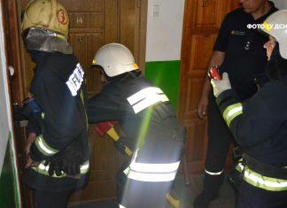 Рятувальники допомогли двом прикарпатцям вибратись із зачиненого приміщення