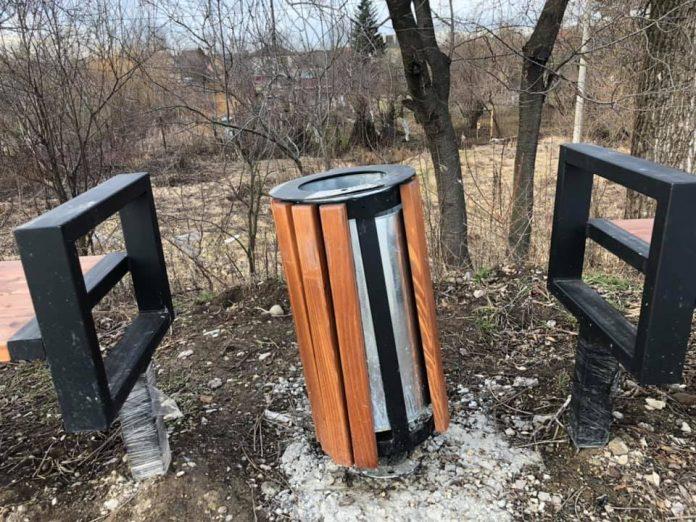 На міському озері знову орудують вандали: фотофакт