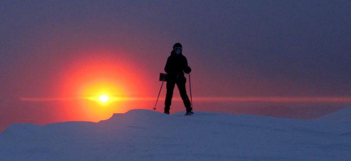 До місяця й сонця рукою подати. Неймовірно гарний світанок на горі Попіван Чорногірський: фото