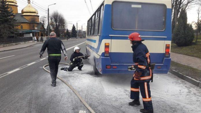 В Ямниці посеред дороги задимівся рейсовий автобус: фото