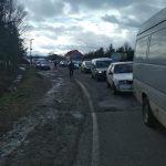Мешканці села на Рожнятівщині перекрили дорогу - вимагають ремонту