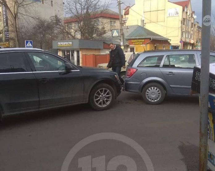 У середмісті Франківська через ДТП ускладнено рух автотранспорту