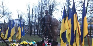 У Івано-Франківську урочистою ходою та віче вшанували пам'ять Небесної Сотні